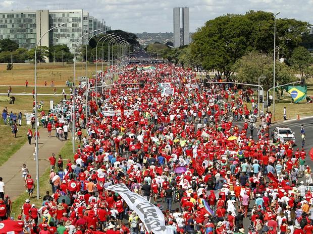 G1 grupos pr e contra impeachment ocupam esplanada dos for Esplanada dos jardins 1