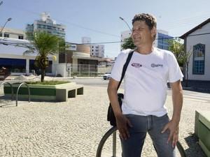 Publicitário Edward Cássio Rodrigues, 47 anos, mora há 20 em Jardim Camburi (Foto: Ricardo Medeiros/A Gazeta)