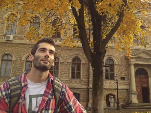 Andrei Anghel tinha 24 anos e era o único passageiro canadense no avião. Ele nasceu na Romênia, mas mudou para Ontario aos 8 anos. Depois da faculdade de ciências biomédicas, foi estudar medicina na Romênia. Ele e a namorada iriam de férias para Bali (Foto: Reprodução/Facebook/Andrei Anghel)