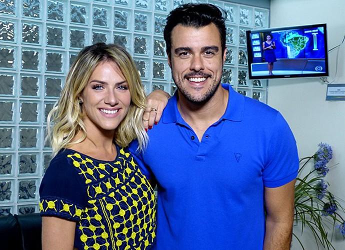 Giovanna Ewbank e Joaquim Lopes nos bastidores do 'Vídeo Show' (Foto: Cristina Cople / Gshow)