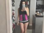 Bella Falconi usa cinta modeladora: 'Nunca tive a cintura fina, vamos ver'