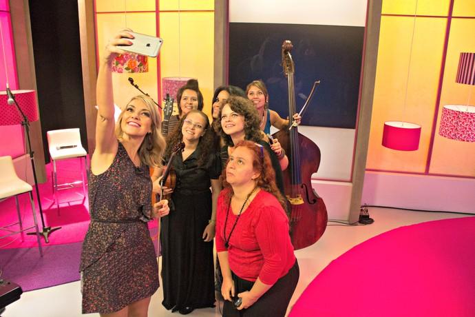 Bibiana Petek, Luiza Prohmann, Bethy Krieger, Ana Krüger e Thalita Mença selfie Mistura com Rodaika (Foto: Maicon Hinrichsen/RBS TV)