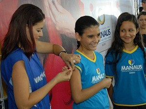 Vacinação está acontecendo nas escolas municipais, estaduais e particulares da cidade (Foto: Semsa/Divulgação)
