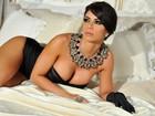 Graciella Carvalho mostra curvas em ensaio sensual
