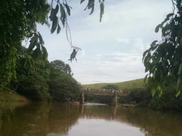 Pai morreu ao tentar salvar o filho no Rio Itabapoana (Foto: Internauta)