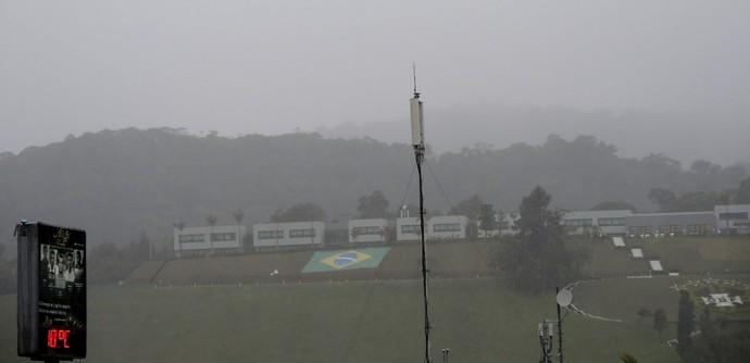 Frio e chuva, 10 graus no ultimo dia de treino na Granja Comary (Foto: Janir Júnior)