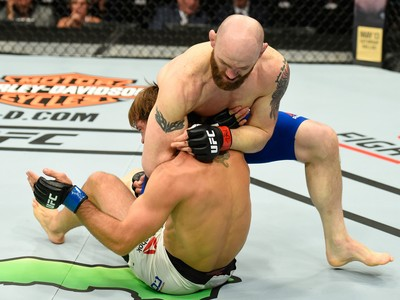 Zak Cummings x Nathan Coy UFC Kansas City (Foto: Getty Images)