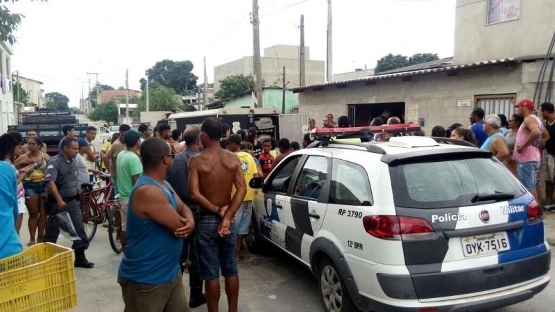 Maria Aparecida Queiroz Conceição de Souza, 46 anos, foi morta a facadas dentro de casa (Foto: VC no ESTV)