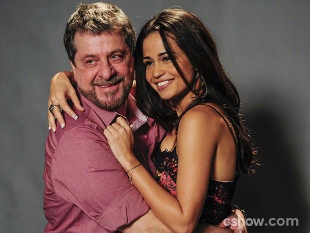 A atriz comenta as cenas 'quentes' com Flávio Galvão (Foto: Renato Rocha Miranda/TV Globo)