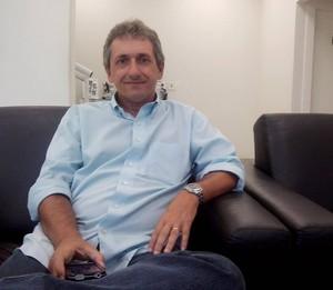 Alexandre Barroso, treinador da Cabofriense (Foto: Gustavo Garcia)