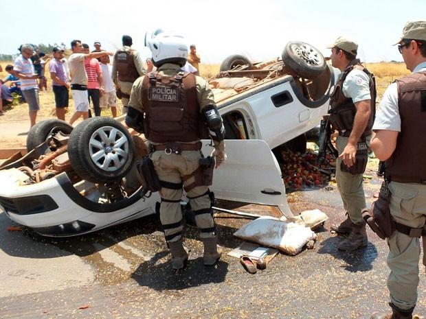 Motorista morreu no local do acidente (Foto: Edivaldo Braga/blogbraga)