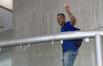 À espera da estreia, Bryan avalia que  Cruzeiro poderia estar mais tranquilo