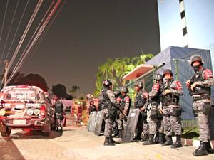 Policiais aguardam resposta do Governo do Amazonas (Foto: Sérgio Rodrigues/G1 AM)