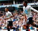 Paulinho marca, Tottenham vence o Fulham e segue vivo por vaga na Liga