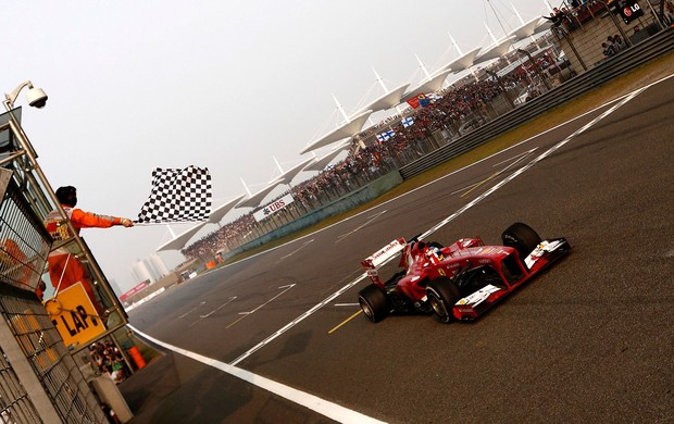 [ESPORTES] Impecável, Alonso leva GP da China com tranquilidade; Massa fica em 6º Fernandoalonso_reu3