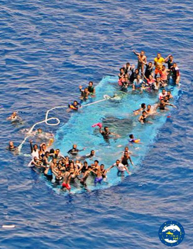 Na quinta-feira (26), um outro naufrágio na zona fez entre 20 e 30 mortes (Foto: MARINA MILITARE/AFP)