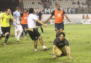 Bodinho invadiu o gramado do Mangueirão e foi punido (Foto: Everaldo Nascimento/O Liberal)