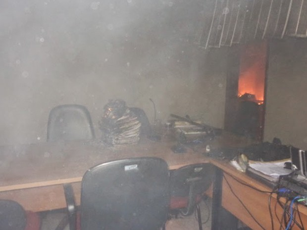 Fórum é incendiado após pedido de cassação de prefeito ser indeferido (Foto: Divulgação/CorreioBuritiese)