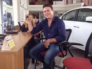Anunciato Rodrigues venceu o prêmio de maior imitador do Brasil, no programa Domingão do Faustão (Foto: Ludmilla Abreu/TV Anhanguera)