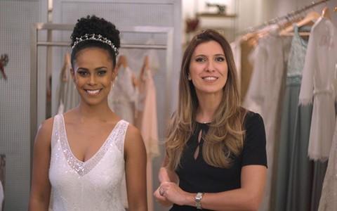 Penteados para noivas de cabelos cacheados ou crespos: Constance Zahn mostra ideias