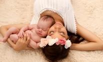 Projeto doa álbuns de fotos a mães solteiras sem condições financeiras (Sheyla Pinheiro/Reprodução)