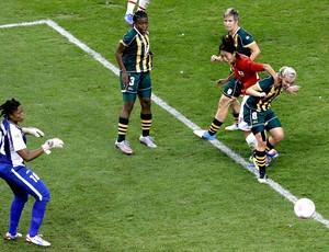 jogo entre Japão e África do Sul no futebol feminino em Londres (Foto: AP)