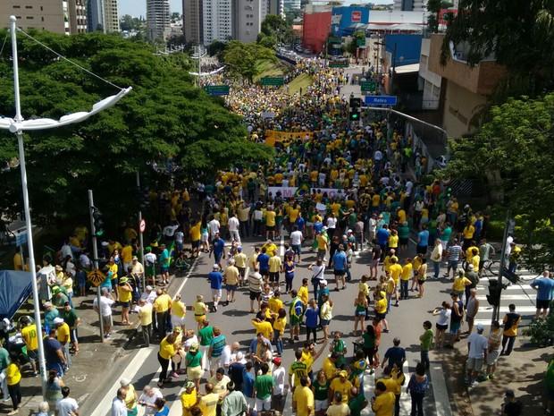 Manifestantes fazem passeata contra o governo em Jundiaí (Foto: Guarda Municipal/Divulgação)
