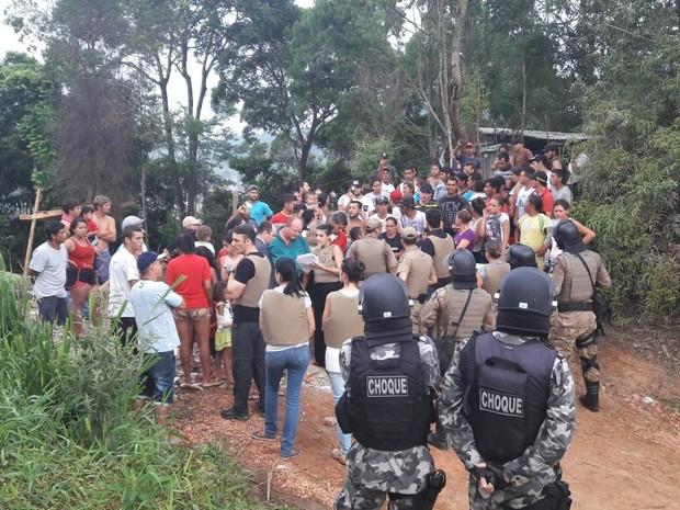 Moradores foram notificados sobre a reintegração  (Foto: PM/Divulgação)
