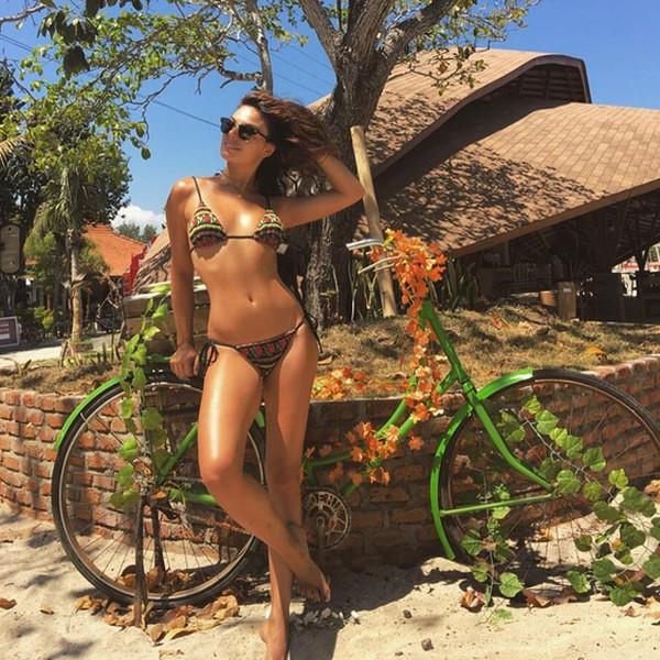Isis Valverde posa de biquíni e ganha elogios: 'Beleza inexplicável'