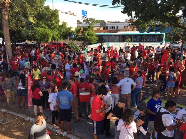 Concentração do protesto em Fortaleza contra o governo Michel Temer neste domingo (31) (Foto: Carolina Campos/Arquivo Pessoal)