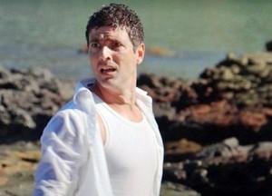 Nando fica desesperado ao descobrir que estão ilhados ( (Foto: Guerra dos Sexos / TV Globo)