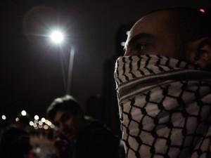 Manifestante com rosto coberto durante protesto em SP  (Foto: Caio Kenji/G1)