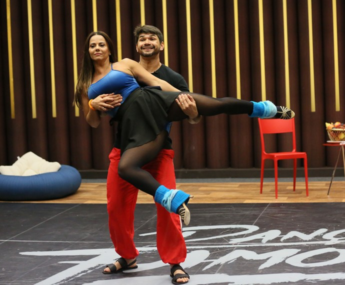 Viviane Araújo voando no Dança (Foto: Isabella Pinheiro / Gshow)