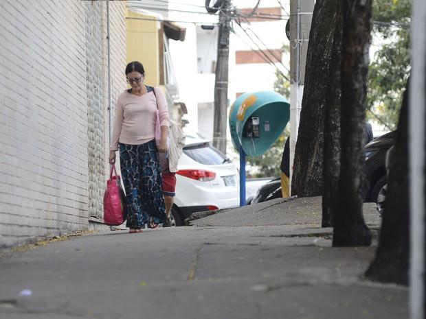Calçada irregular no Espírito Santo (Foto: Vitor Jubini/ A Gazeta)