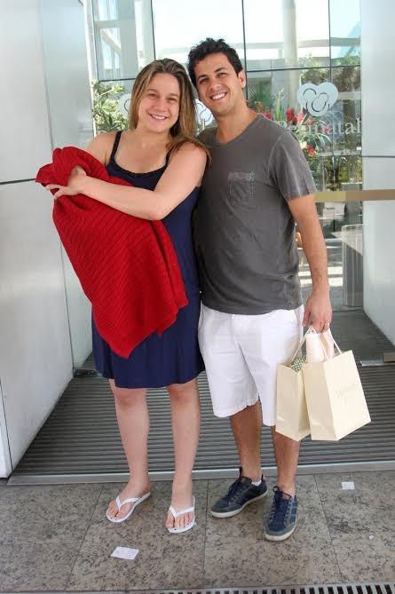 Fernanda Gentil deixa a maternidade (Foto: Marcos Ferreira /photo rio news)