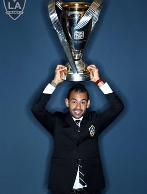 Juninho Los Angeles Galaxy troféu (Foto: Divulgação/ Los Angeles Galaxy)