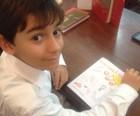 Menino de  10 anos lança seu 1º livro (Paola Fajonni/G1)