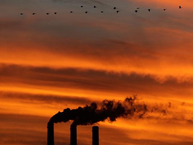 Usinas termoelétricas a carvão estão entre principais emissoras de carbono na atmosfera (Foto: AP Photo/Charlie Riedel)
