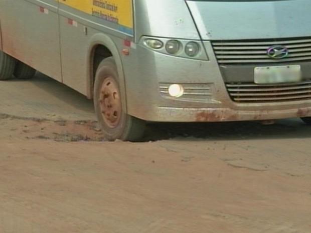 Moradores reclamam da falta de manutenção em ruas de Avaré (Foto: Reprodução/TV TEM)