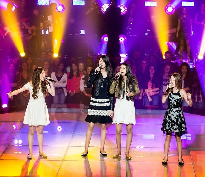 Catarina Estralioto, Lorena e Rafael e Maria Cardoso cantam clássico de Rita Lee  (Foto: Isabella Pinheiro/Gshow)