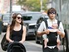 Keira Knightley faz passeio em família pelas ruas de Nova York