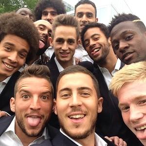 Belgas fazem selfie (Foto: Reprodução / Instagram)