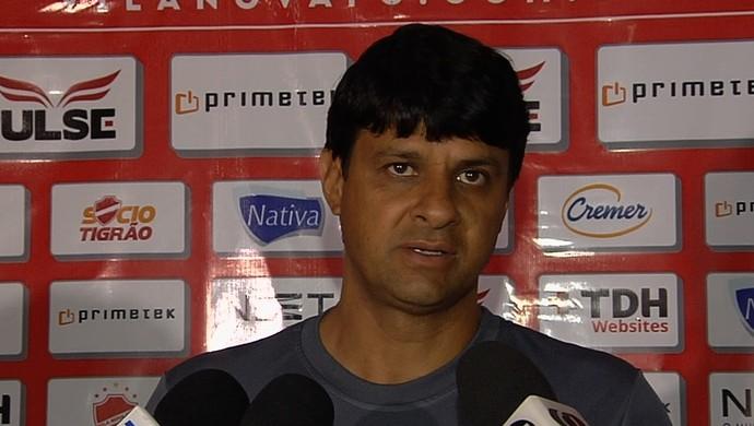 Wladimir Araújo, técnico do Vila Nova (Foto: Reprodução/TV Anhanguera)