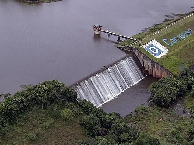Barragem de Duas Unas, em Jaboatão, atingiu 100% da capacidade (Foto: Reprodução / TV Globo)