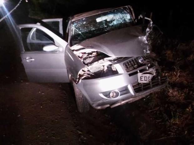 Motorista do Fiat Uno, que veio a óbito, estava sozinho no carro (Foto: Horácio Cardillo/Blog do Adilson Ribeiro)