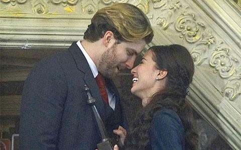 Laura e Edgar prometem nunca mais se separar (Lado a Lado/TV Globo)