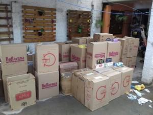 Operação recolheu centenas de caixas de cigarros falsificados (Foto: Divulgação/PRF)