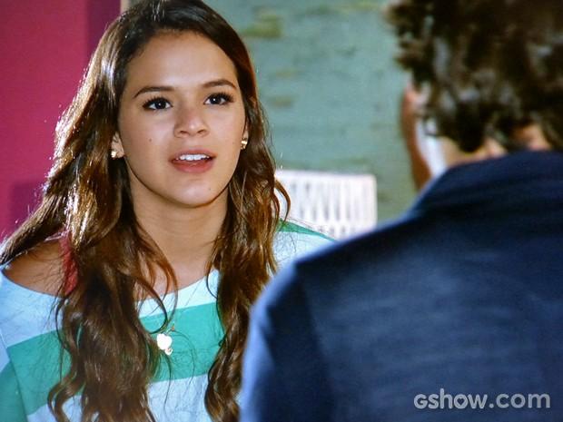 Luiza pega Laerte na mentira e não engole (Foto: Em Família/ TV Globo)