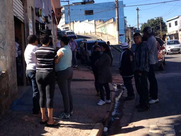 Velório é realizado em casa de amiga no Limão (Foto: Nathália Duarte/G1)
