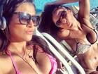 Ex-BBB Kamilla toma sol na piscina